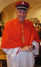 Kardinal Schönborn mit Kappe des Musikvereins.